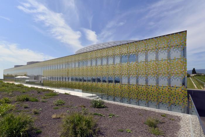 Agroscope changins façade double-peau en verre et bois