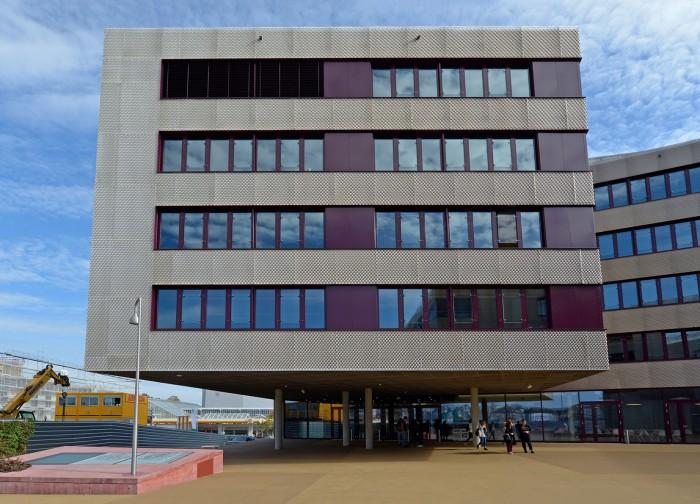 Construction du Gymnase de Renens CEOL GYRE façade grille d'aluminium déployé
